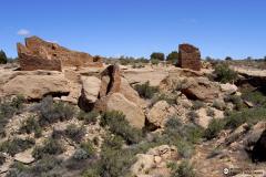 Contemporáneas a las construcciones de Chaco Canyon son las construcciones bajo los abrigos rocosos que construirían estas comunidades en la zona de Mesa Verde o Hovenweep (en la foto). Las estrategias empleadas para la gestión del agua en el contexto de las culturas de la zona conocida como Oasisamericana, estuvieron ligadas directamente con el contexto natural en el que se asentaron. Un territorio que durante el primer milenio y el inicio del segundo de nuestra era debió tener unas condiciones más benignas que las actuales.
