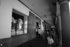 Para los casos del Qassana y el Coracora, como en el caso del Hatuncancha, son pocos los restos documentados. Sin embargo, para estos recintos se puede establecer de manera más o menos clara sus líneas generales si tenemos en cuenta que algunos muros fueron incorporados a las nuevas construcciones españolas y el trazado colonial conservó algunos trazos de la trama urbana inca. Es el caso de algunos tramos del muro de la gran kallanka que abría hacia la explanada ahora hacen parte de la arcada colonial que da a la Plaza de Armas.